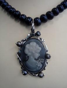Камео с перли – медальон – N584 | Cameo with pearls – pendant – N584