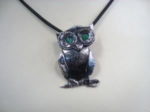 Сова с изумрудени очи – медальон – N669 | Owl with Emeral eyes – pendant – N669