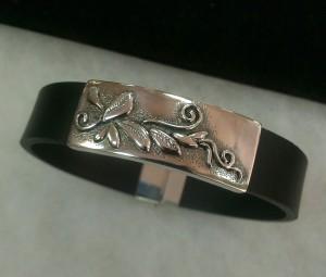Мъжка гривна – сребро, естествена кожа – N715