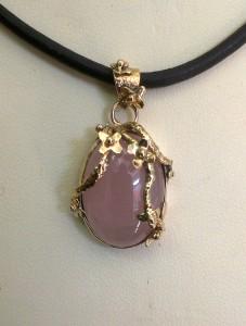 Розов Кварц, злато – медальон – N731