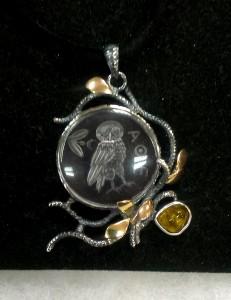 Бижу с инталия върху Планински Кристал, Кехлибар, Злато и Сребро – медальон – N733