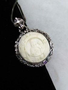 Гравюра върху кост, сребро, аметист – медальон – N743